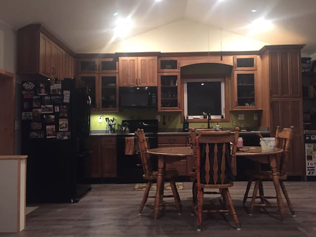 Cozy, rustic 3BR home on 1.25 acres - Tabernash - Hus