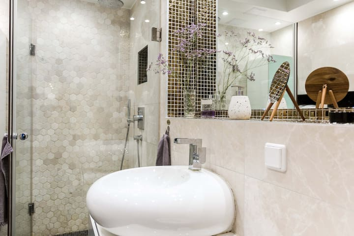 Bathroom with an amazing shower. Also included is the use of a great hair dryer. And I provide shower and hand towels, of course.   This photo is taken by an official Airbnb professional photographer.