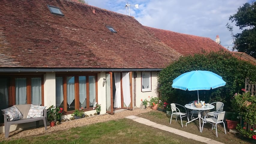 Le Poirier, gite for 4, private pool, garden