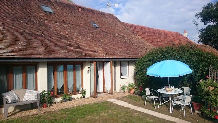 Le Poirier, gite for 4, private pool, garden