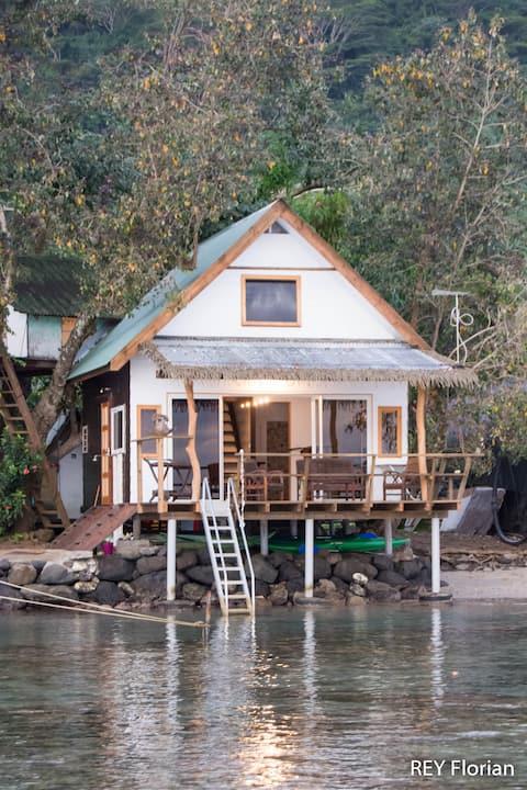Romantische overwater tahitien bungalow