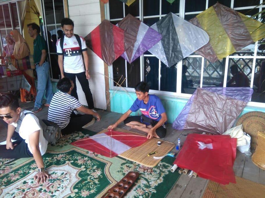Kite making demonstration.