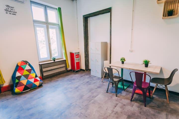 6 bed dorm @ party hostel - KulturhausHostel