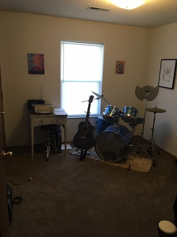 Studio Room in Artists' Outskirts Apartment