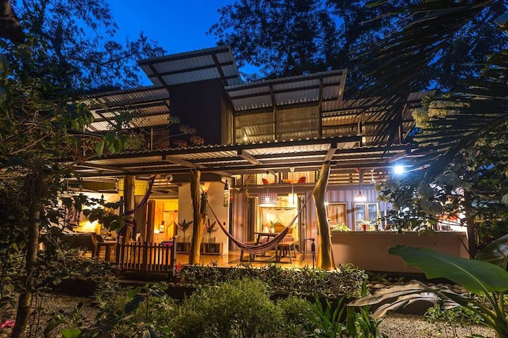 Villa Amor - Eco Chic Container Home in the Jungle