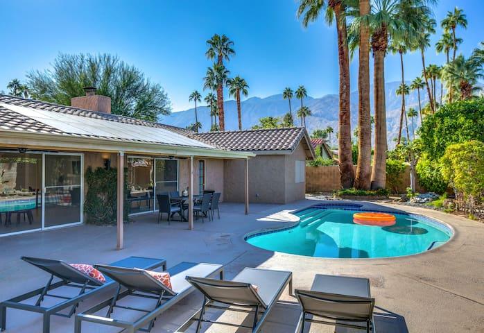 4BR/3BA Mid-Century BIG backyard, pool, Spa SouthWest Palm Spr