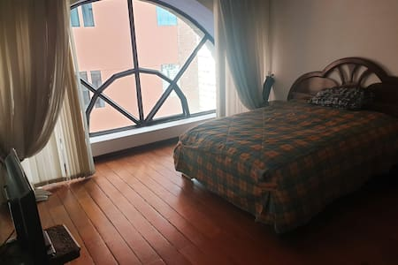 Comoda Habitacion con baño privado en Sopocachi