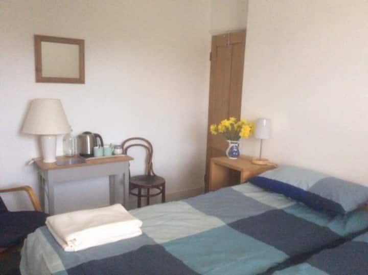 Comfortable twin room in the centre of Reigate