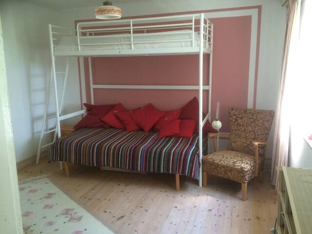 Sovrum våningssäng.