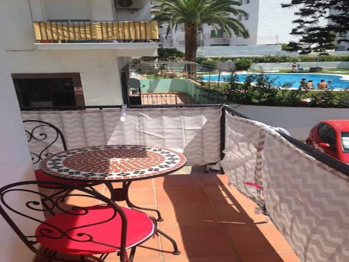 Central flat close to beach with pool,wifi, aircon