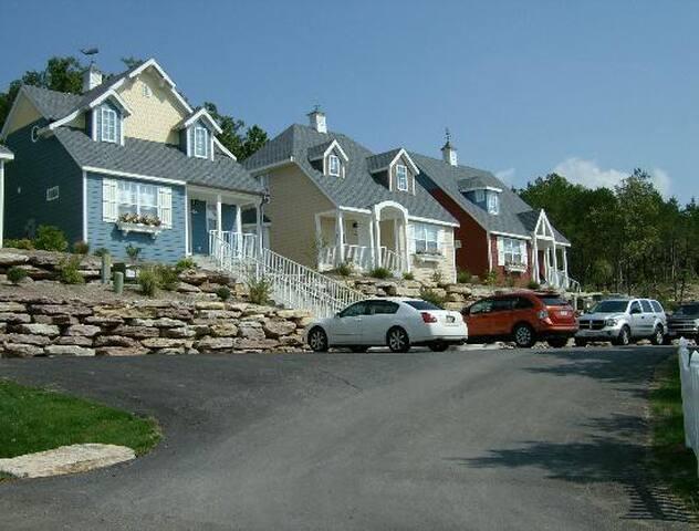 Luxury Resort Village Unit - Near Table Rock Lake