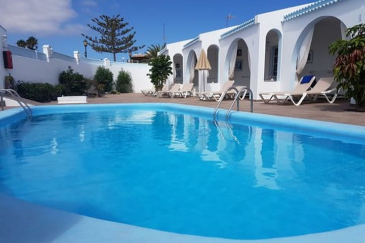 Bungalows Neptuno with pool view