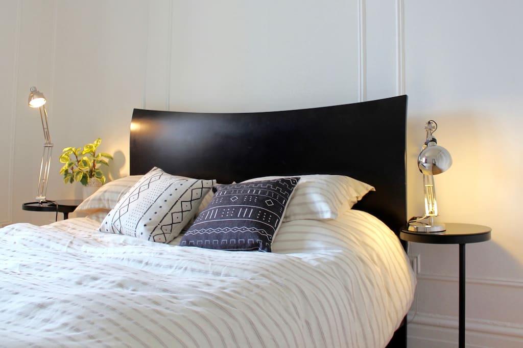 Guest room's comfy queen size bed