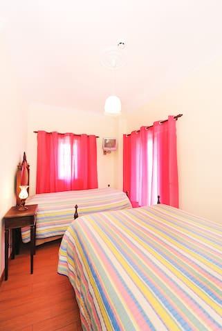 Quarto rosa - Alojamento Brisas Guadiana - Alcoutim