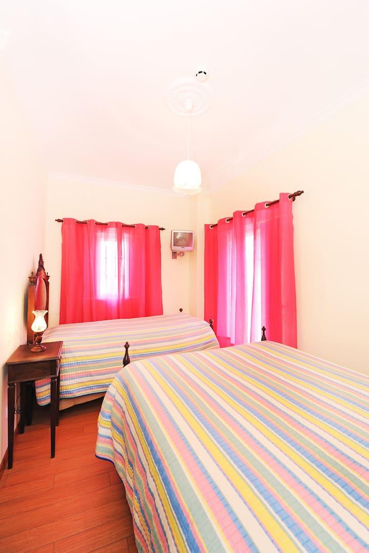 Quarto rosa - Alojamento Brisas Guadiana
