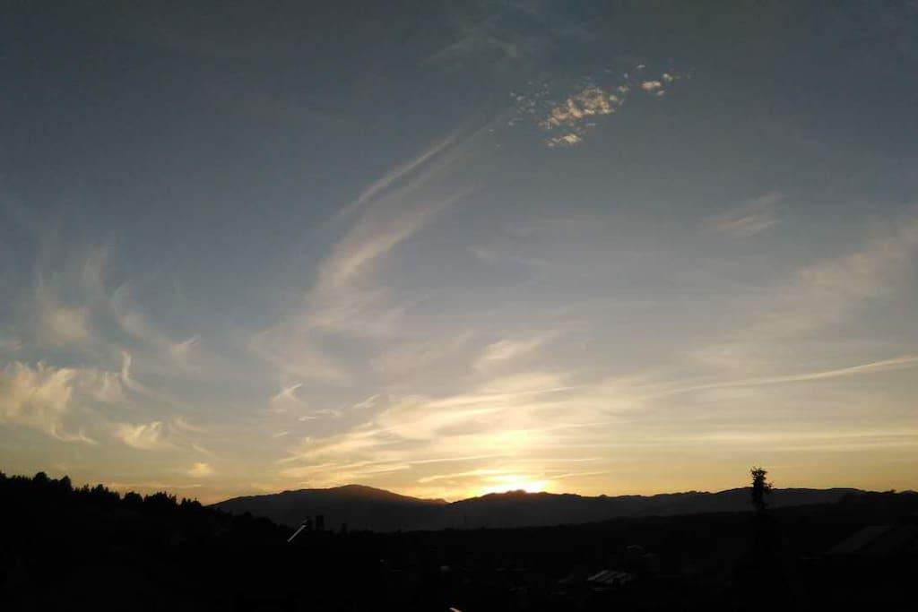 阳台观看夜景