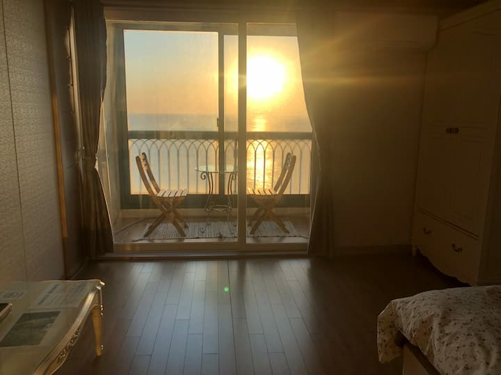SamCheok The Ocean Sunrise View STAY(#회센터3분,#방안일출)