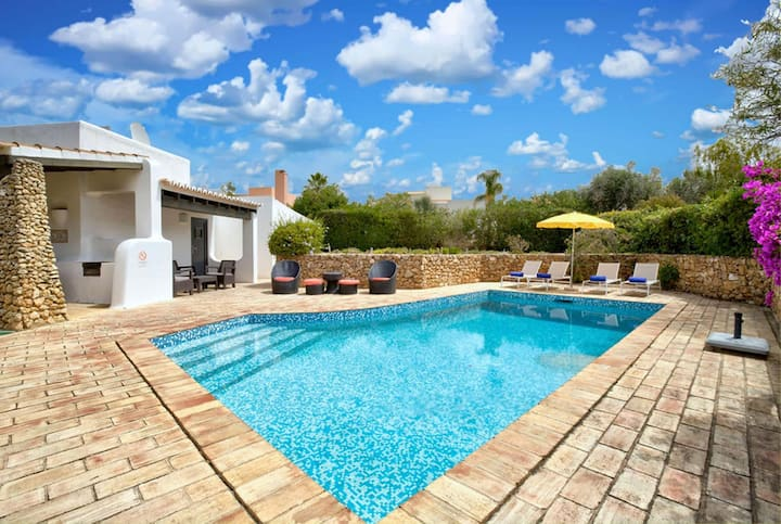 2 bed tranquil villa with well manicured garden