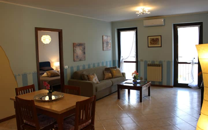 - COZY LAKE VIEW APARTMENT IN SARNICO -