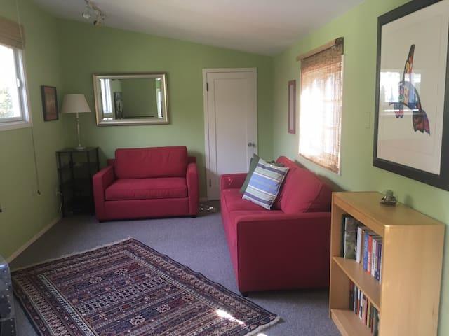 Charming studio cottage
