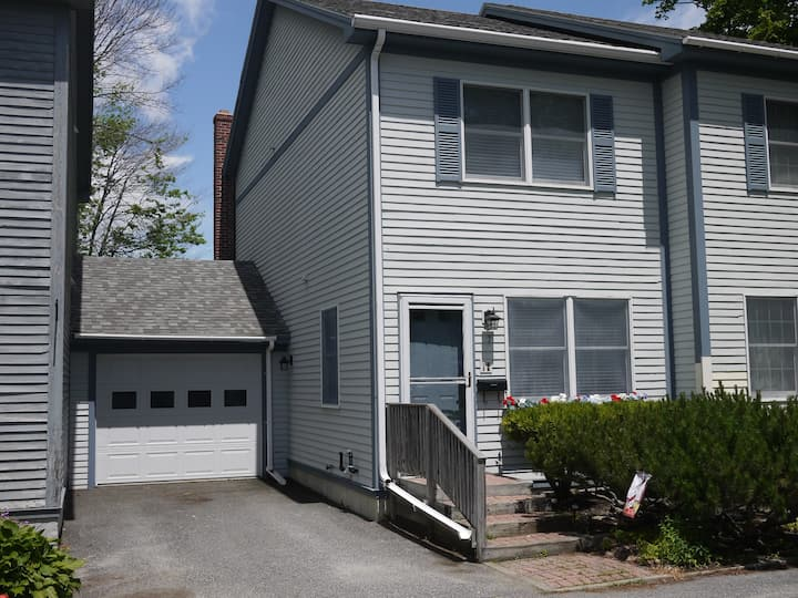 Cottage Street Townhouse -- In downtown Bar Harbor