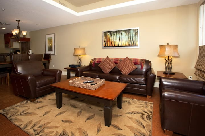 Ultimate Luxury 2 BR Condo + FREE PARK PASS