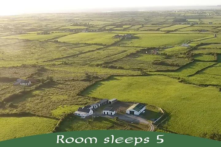 Hestakot - Icelandic Horse Farm. Room 3 (Sleeps 5)