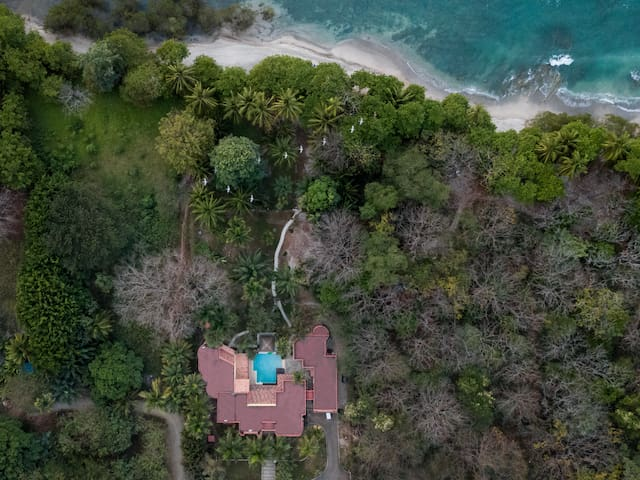 Located on the beach, just right of the remarkable patch of mangroves and world-class tidepools