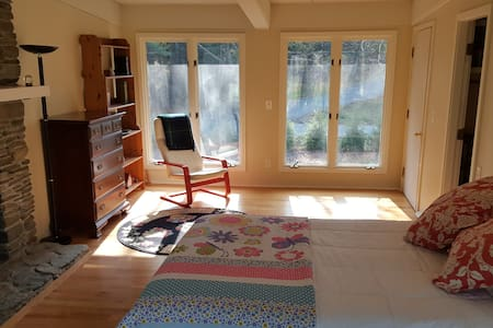 Large sunny private room near Dartmouth and DHMC - Hanover - Dom