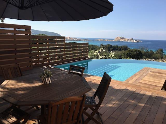 Maison piscine avec vue sur la mer et île rousse