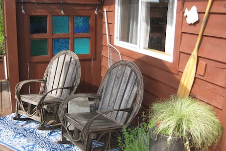 Cottage in the Heart of Gibsons! - Gibsons