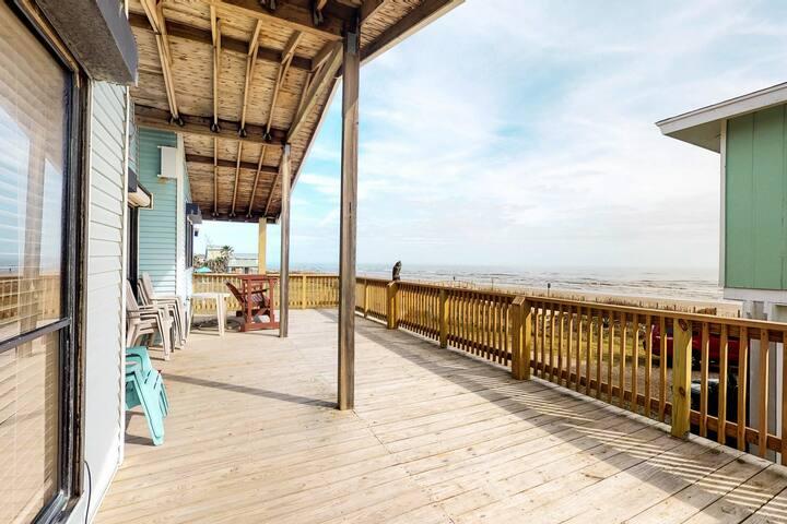 Beachfront bungalow w/ spacious deck & Gulf views - 2 small dogs OK