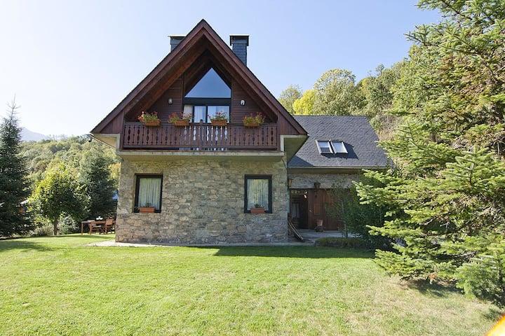 Modern Mansion in Vielha with Sauna and Jacuzzi