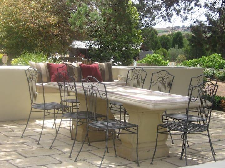 Casa Rossa - modern Barossa home with vineyard
