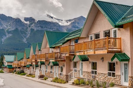 #244 Cozy Condo | 3-Minutes to Downtown Canmore