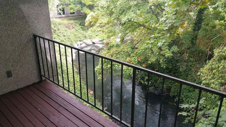 Creekside View - Large 2 Bedroom 2 Bath Condo
