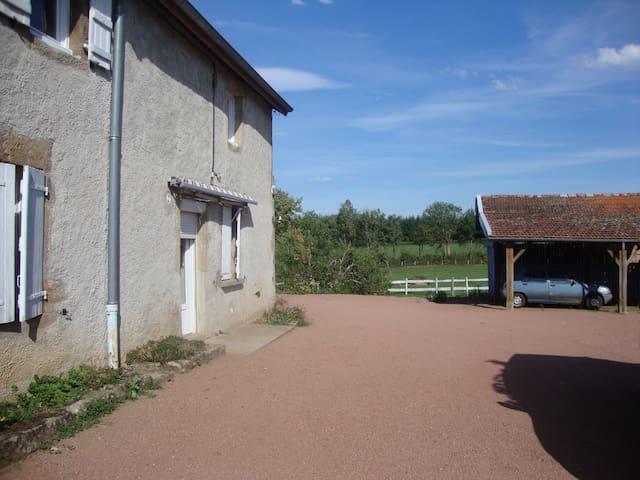 maison de vacances,dans la campagne Charollaise - Saint-Symphorien-des-Bois - Huis