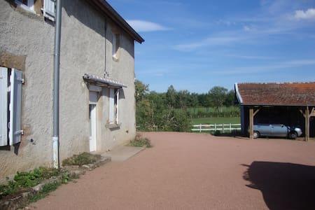 maison de vacances,dans la campagne Charollaise - Saint-Symphorien-des-Bois