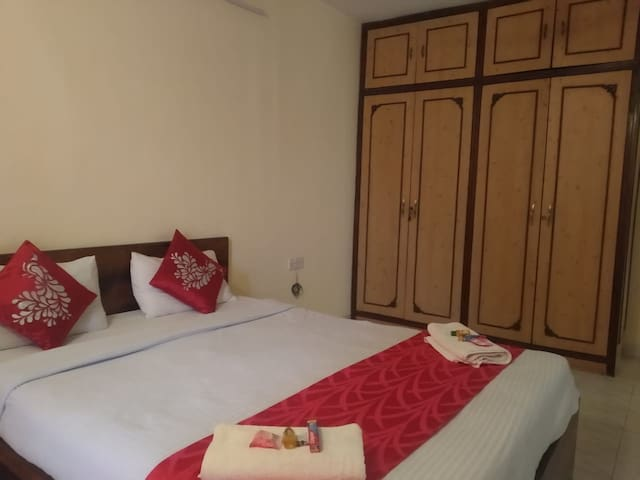 Luxury room next to Phoenix marketcity Viman Nagar