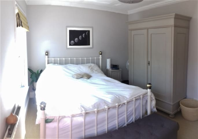 King size double in stunning home