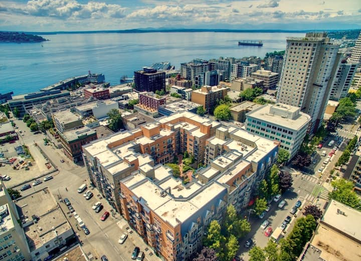 Convenient 1 bed condo in the heart of Belltown
