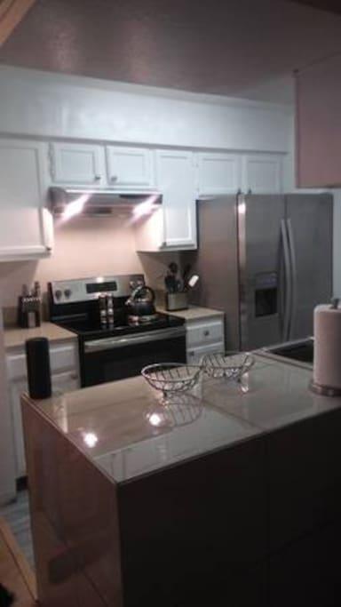 Full kitchen very clean