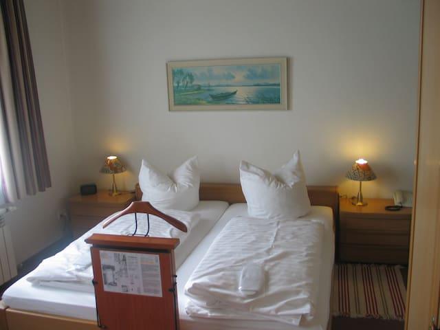Appartement mit 2 Zi. und 2x DU/WC und Kitchenette