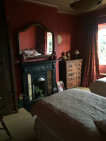 Beautiful twin room in Whitehall