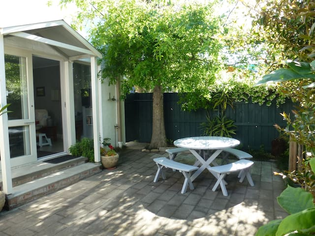 """Jounama"", Collaroy private garden flat."