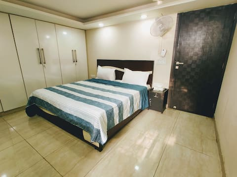 ★Sanitized★ Modern & Private Apt. w/WiFi, King Bed