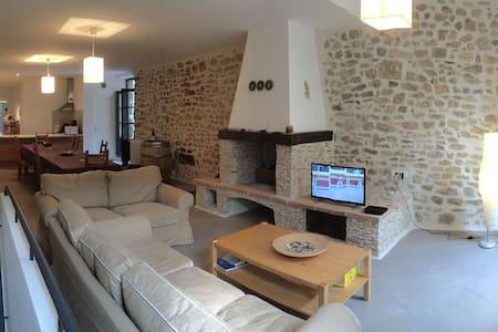 Maison Médiévale, Terrasse Tropézienne et SPA - Mailhac