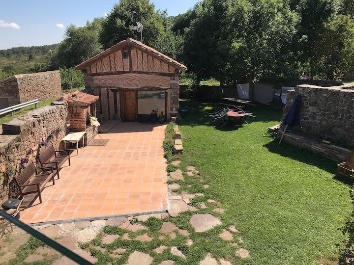 Casa bella con jardín rehabilitada en 2018