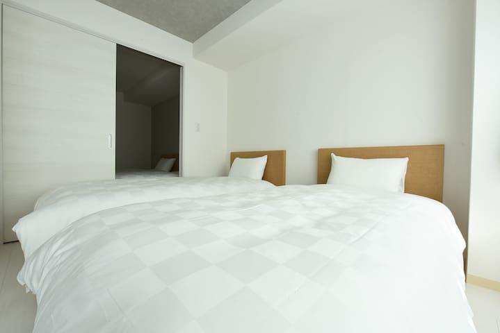 Comfortable bed room ベッドルーム1