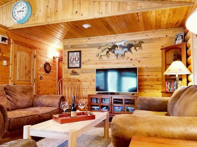 Spacious Log Cabin w/River Access, Hot Tub, Dog Friendly, Game Room, Kayaks, Bikes, Sleeps 10!